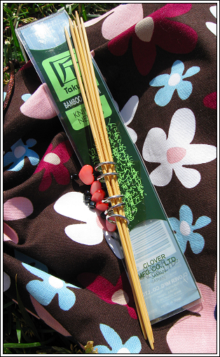 Needles__and_stitch_markers