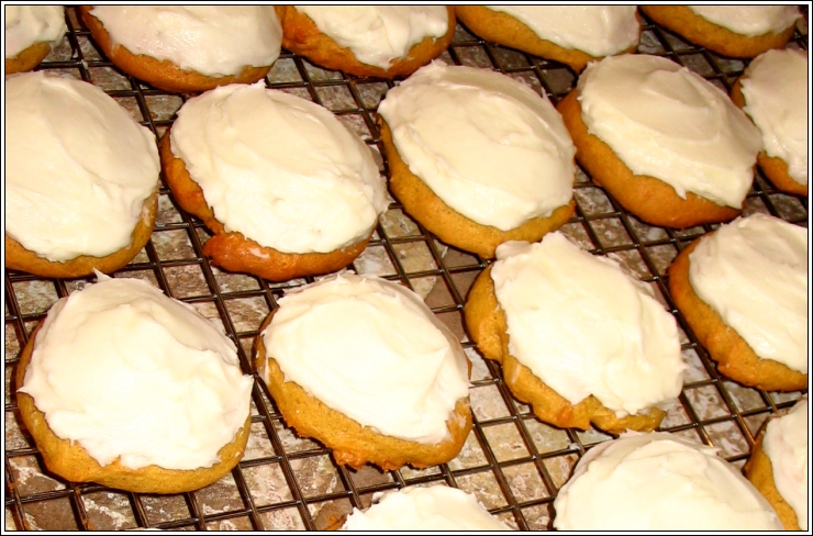 Pumpkin_cookies_with_cream_cheese_frosti